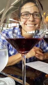 Marita con su sonrisa y los vinos La Crema. ©