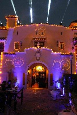 Castillo Serrallés hermosamente ambientado para la fiesta de aniversario.